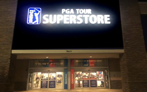 日本では手に入りにくい米国の人気ゴルフウェア『Travis Mathew』などをチェック〜巨大ゴルフショップ、米国フロリダの「PGA TOUR SUPER STORE」訪問〜